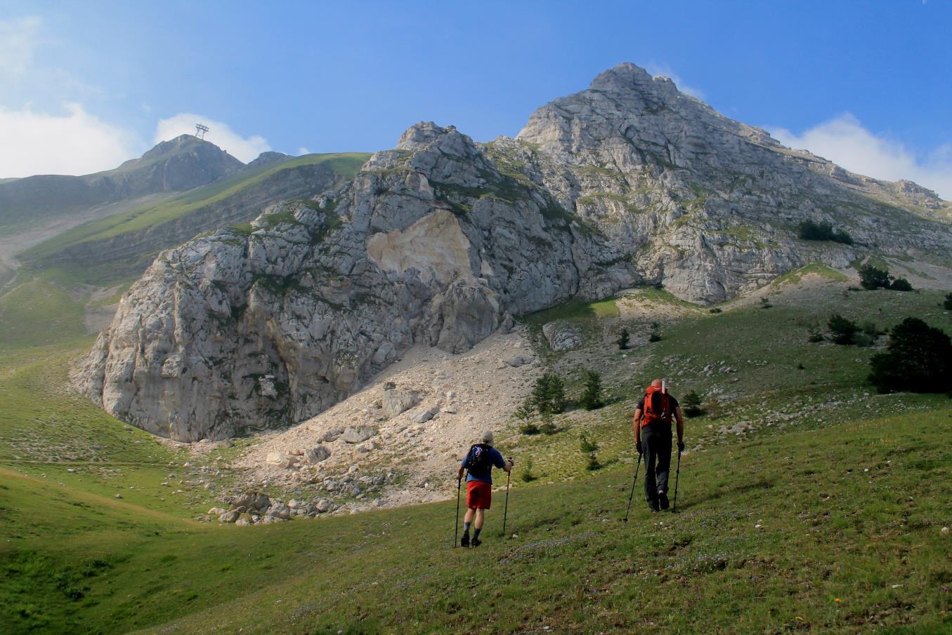 4- Parete nord del Monte Bicco con la grande frana dello spigolo est.