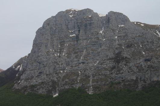 il Monte Bove Nord con i suoi tre spalti nel maggio 2015