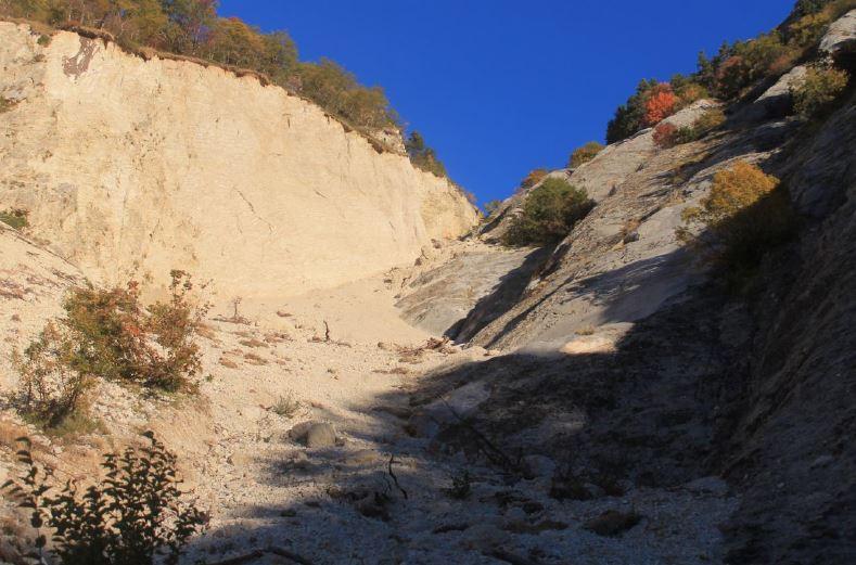 Il fosso di San Simone nell'ottobre 2017, con i detriti di frana