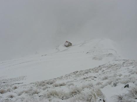 Il casale della Banditella sul M. Sibilla con condizioni atmosferiche proibitive