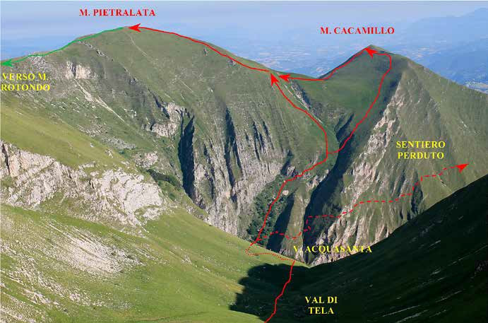 """70 L'itinerario del canale ad """"s"""" al Monte Cacamillo visto dalla Val di Tela"""