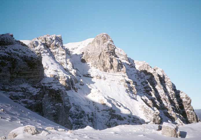 104 La parete est del Monte Bove nord con la Punta Anna vista dalla Cima del Lupo