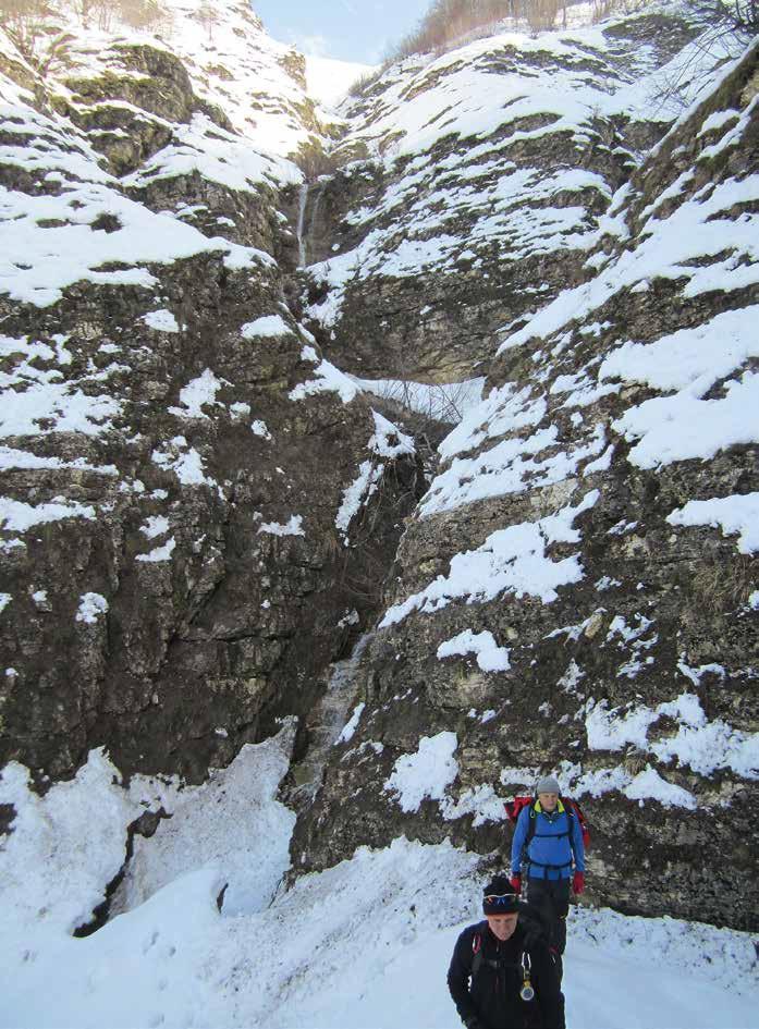 110 I salti del canyon liberi dalla neve e bagnati diventano pericolosi, torneremo un'altra volta ... delle volte bisogna saper rinunciare!!