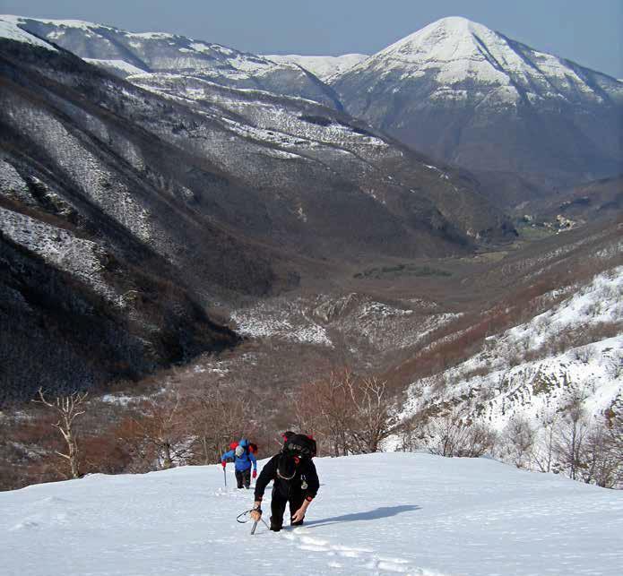 111 La cresta laterale di salita del canale sinistro, sullo sfondo la Valle Infante e il M.Cardosa